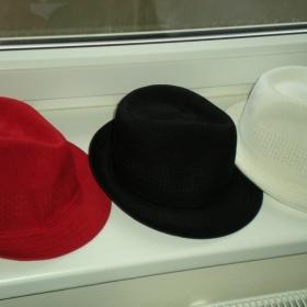 Trio klobouků z New Yorkeru