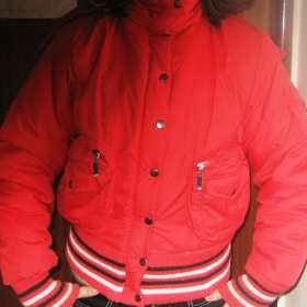 Červená zimní bunda - foto č. 1
