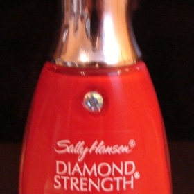 Červený lak na nehty Sally Hansen, Diamond Strength - foto č. 1