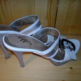 Béžovo-zlaté sandálky na podpatku Stroll - foto č. 1