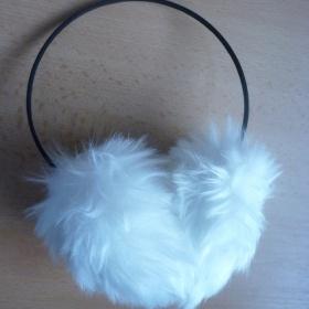 Bílé klapky na uši - foto č. 1